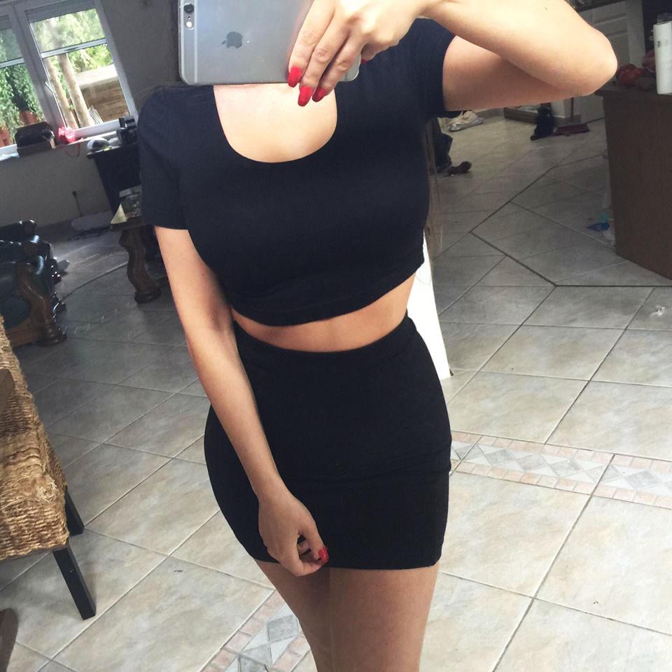 7117afa5302575 Dopasowany kompet top krótki rękaw + spódnica czarny
